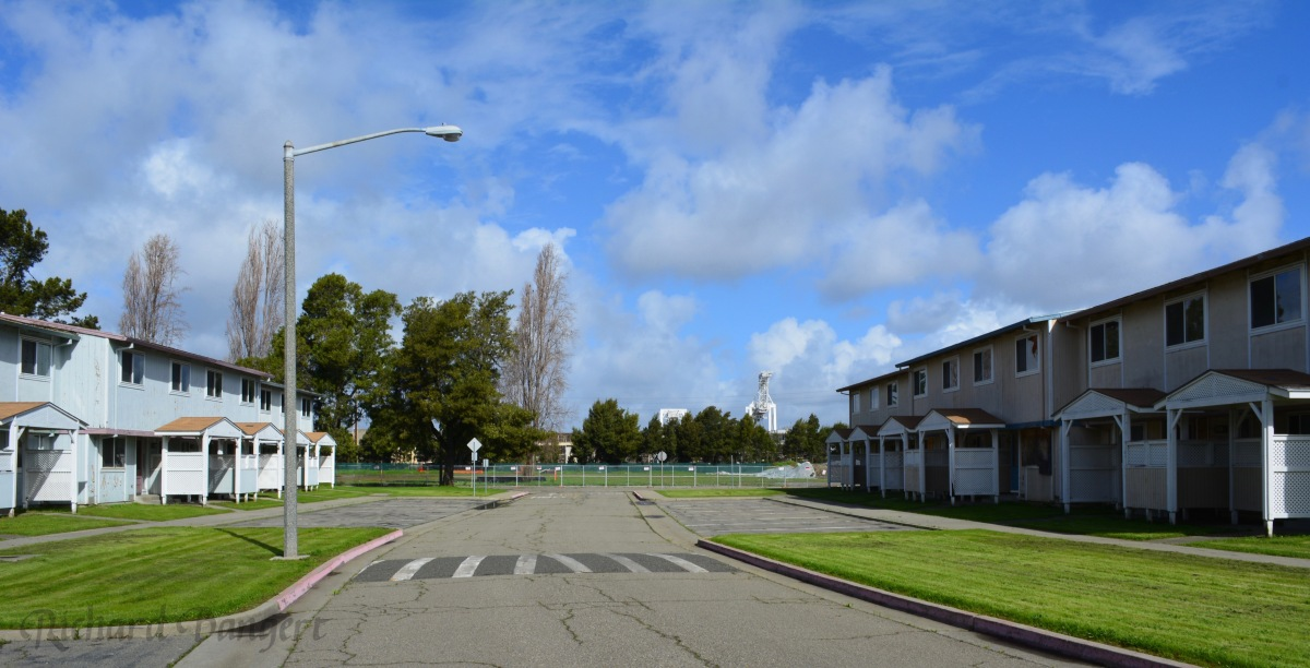 Navy to sell vacanthousing